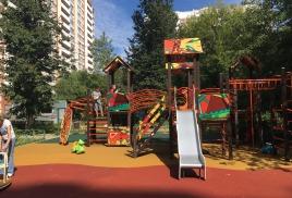 покрытие на новой детской площадке готово